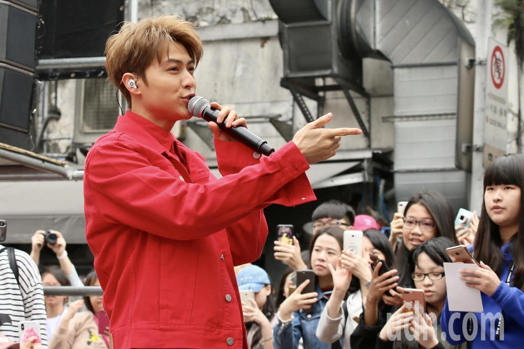Hito流行音樂獎六月登場,下午在台北西門紅樓舉行造勢活動,入圍最受歡迎新人的王...