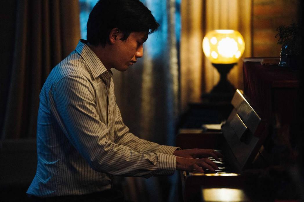 莫子儀為戲苦練鋼琴。圖/客台提供