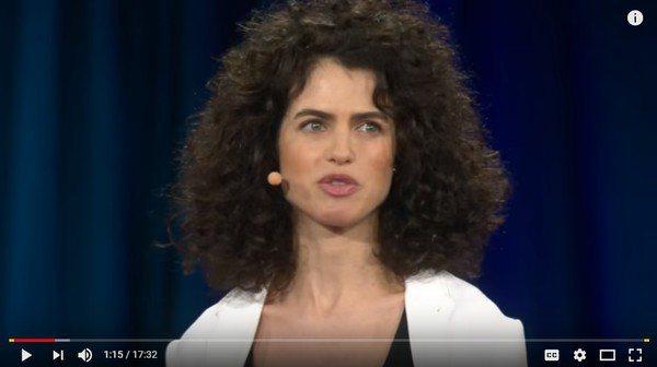 麻省理工學院美女教授奈麗奧克斯曼據傳是布萊德彼特的新歡。圖/翻攝自Youtube