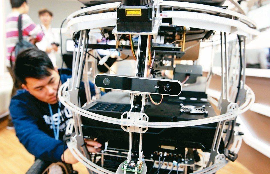 北科大與MIT開發「智慧無人車PEV」,有自行車外表的特色與速度,可在城市自行車...