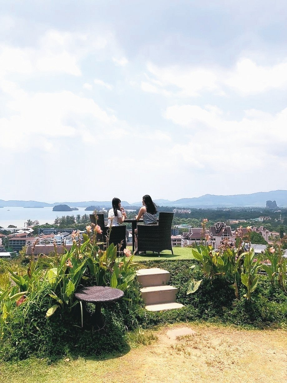 The Hilltop面山環海可欣賞到喀比奧南景色。 記者魏妤庭/攝影