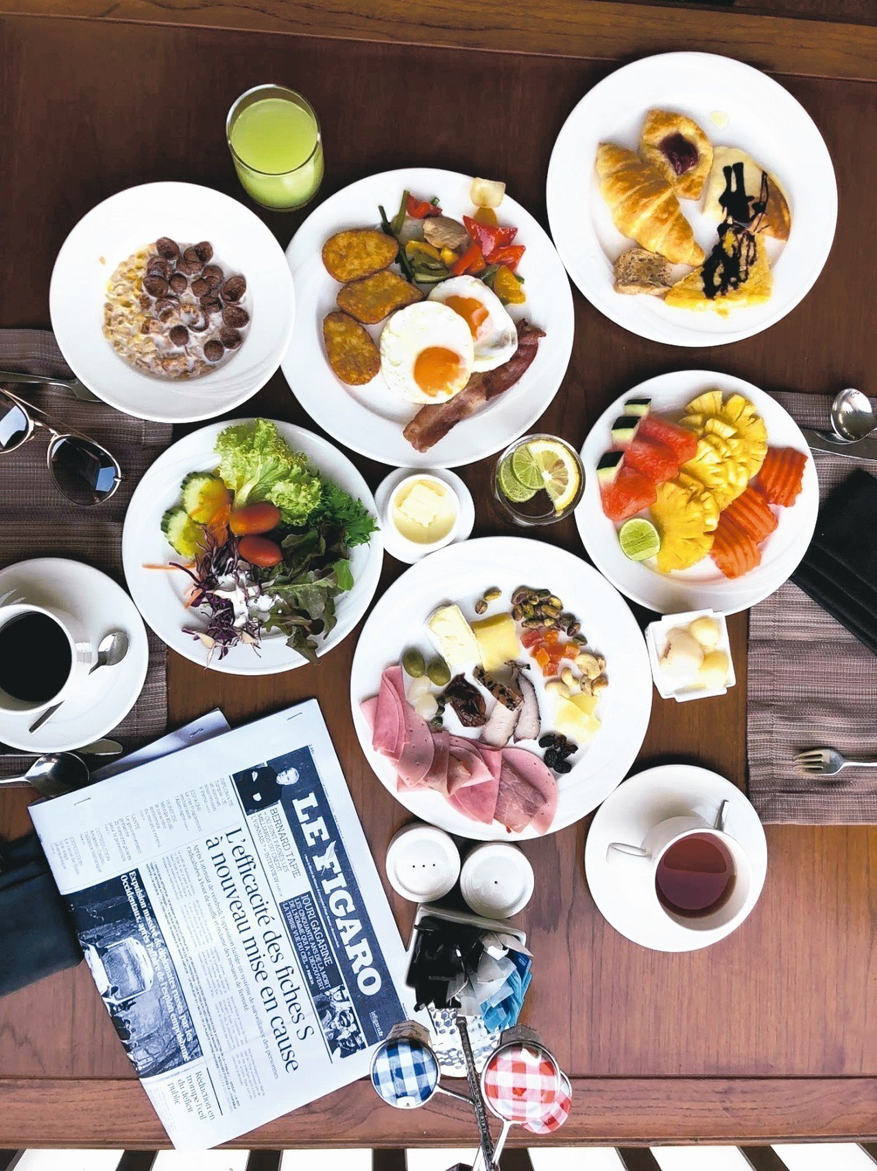 五星級飯店內享用各種高檔設施,品嘗美味料理,度過奢華假期。 記者魏妤庭/攝影