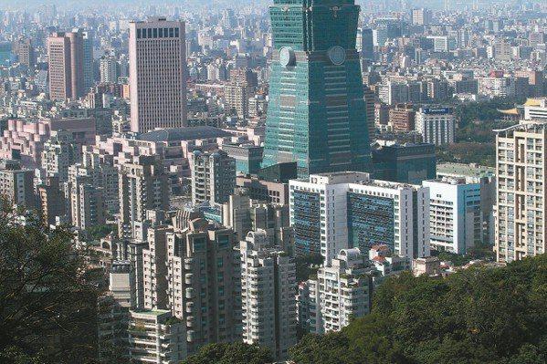 台灣豪宅單價天花板愈築愈低,台北市信義區與歷年高價相較都有二成上的差距。 本報系...