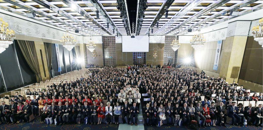 國際扶輪社3481地區第一屆年會大合照,本屆主題藉著改變與創新來改善世界。