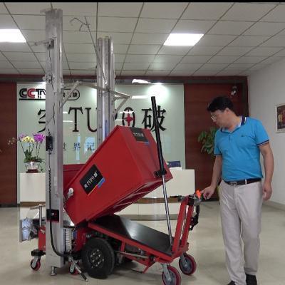 突破-8自動水泥抹牆機專用電動送料車。 歐林動力機械/提供