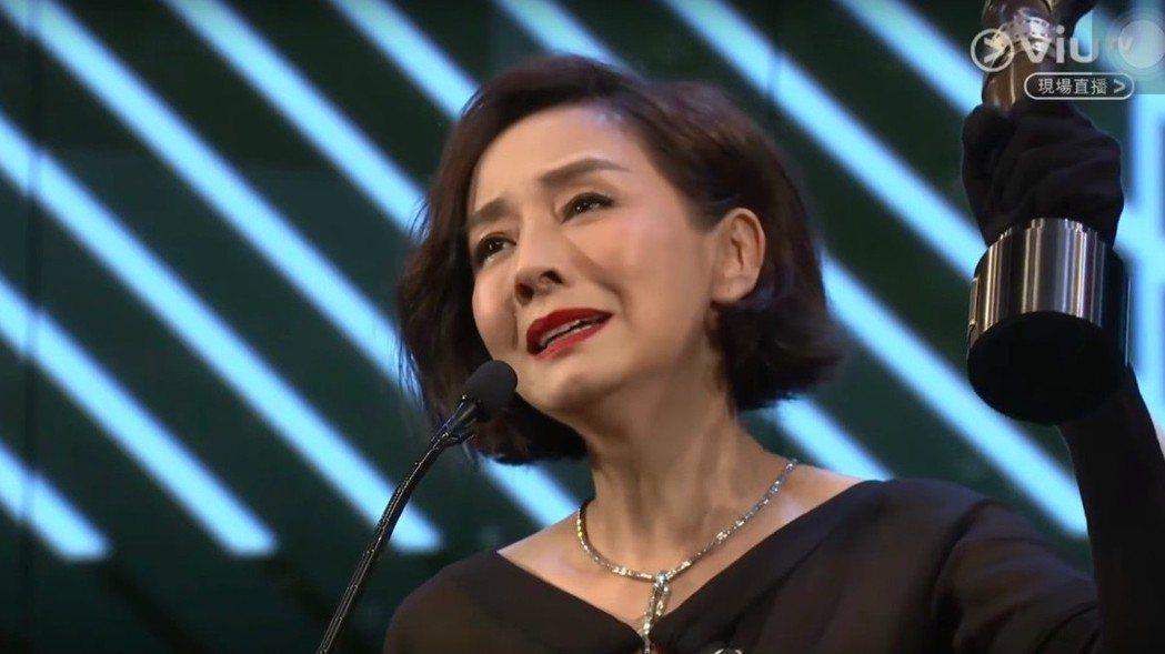 從影42年的毛舜筠,兩度提名最佳女主角均落敗,終於憑《黃金花》首嘗影后滋味。圖/