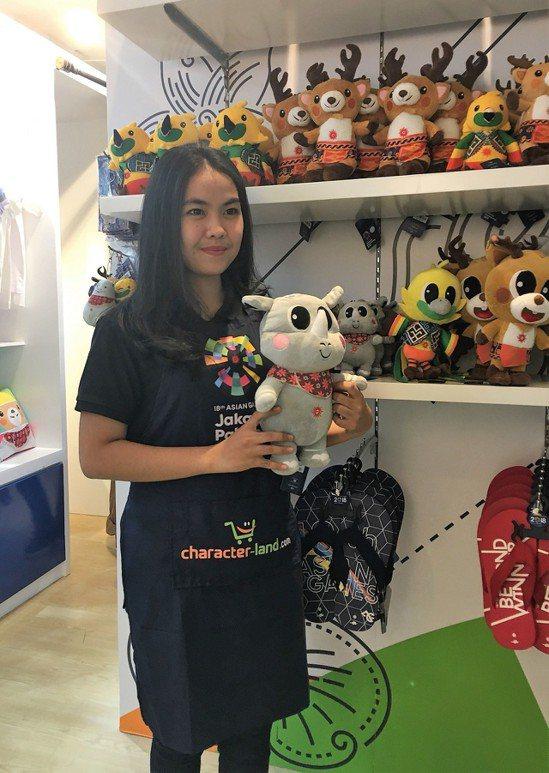 在雅加達當地大型購物商場甘達里亞城內,亞運官方吉祥物紀念品專賣店已正式營業,不過...