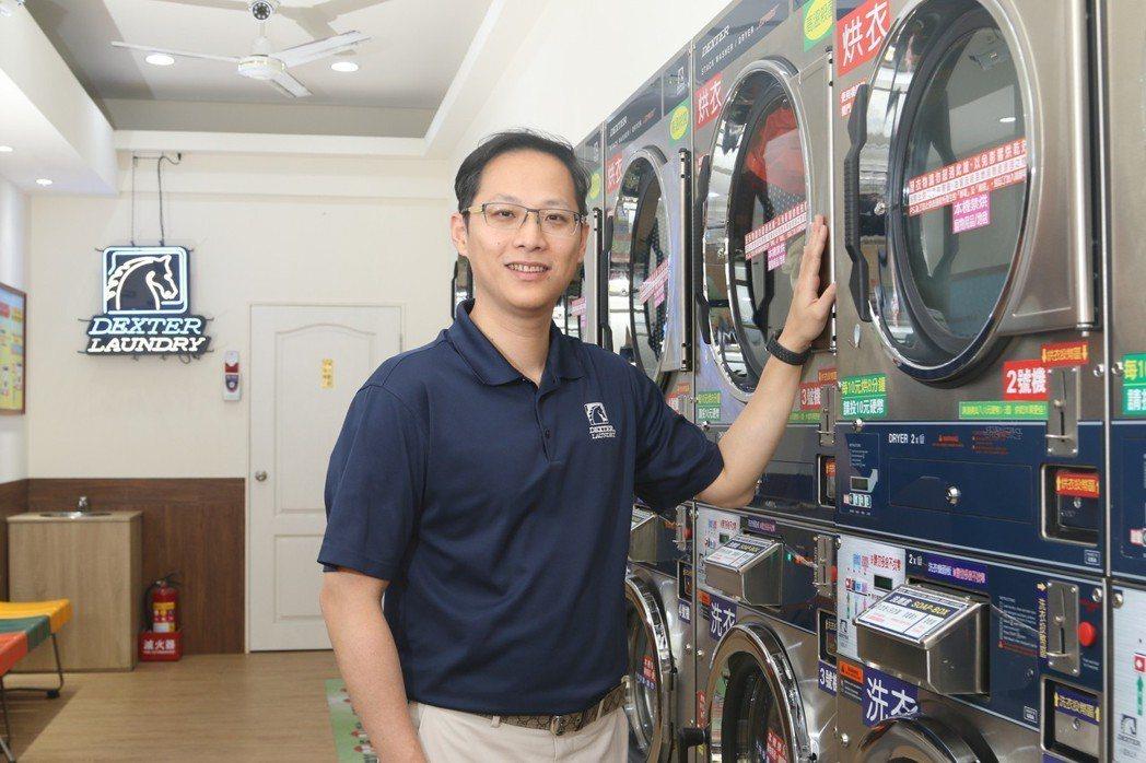 億富公司營業經理陳郁霖表示耐用可靠的設備是開店生財的關鍵。 億富/提供