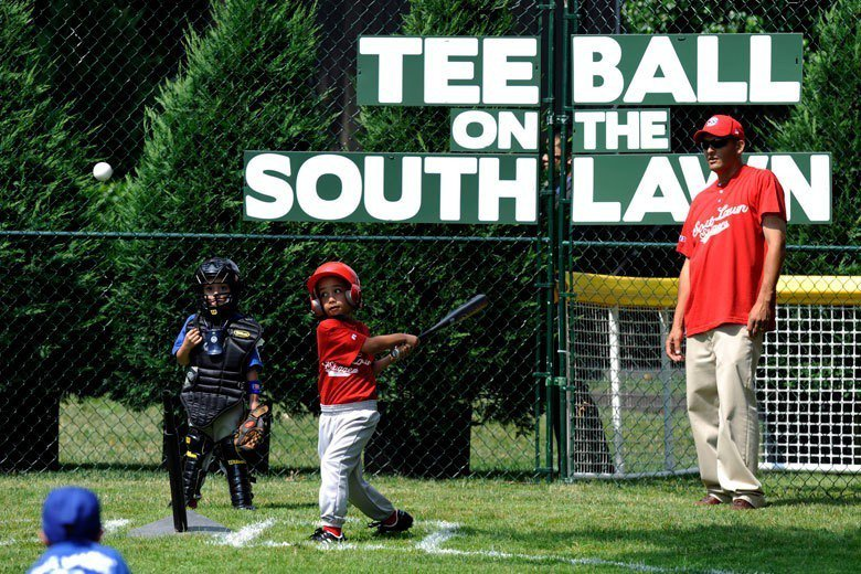 美國小朋友幼稚園就在參加棒球比賽了,對人格和體能發展都有很大的幫助。 歐新社資料...