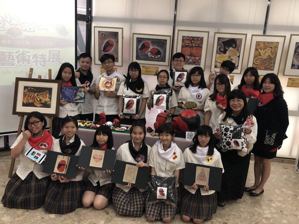 光華高中今年以「校園覓婆憂」為主題,由師生一同製作可婆憂系列文創商品,並結合《游...