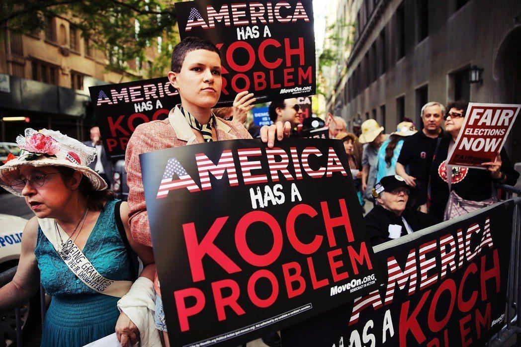 「過去八年來,查爾斯與大衛柯赫,以及他們圈子內的億萬富翁們,對我們的民主政治造成...