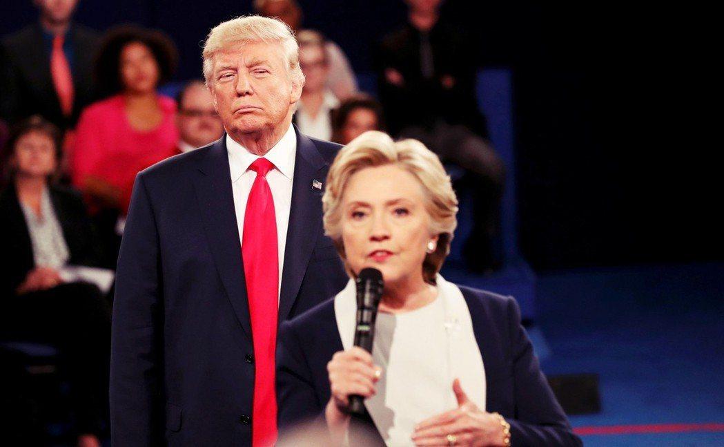查爾斯甚至一度表示,相較於共和黨內競逐提名的候選人,民主黨的希拉蕊.柯林頓反而是...