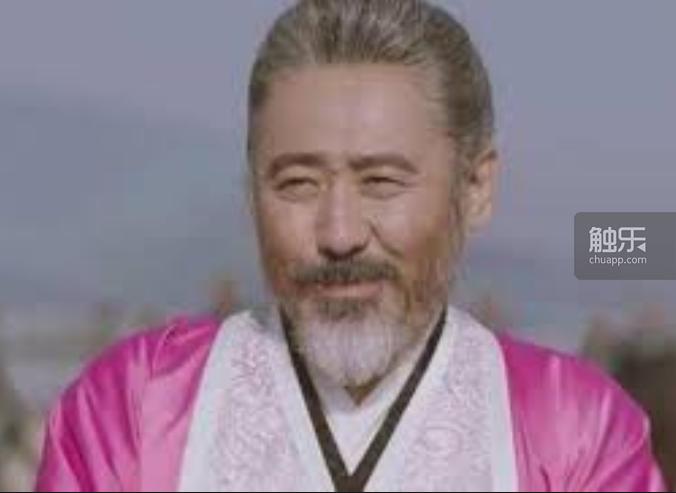 2017年吳秀波主演的電視劇《軍師聯盟之虎嘯龍吟》則是真的穿上來大秀一波,還對漢...