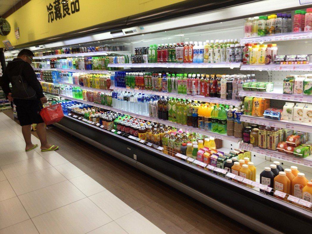 人手一瓶茶類飲料,經常是街頭上的普遍光景。 聯合報系資料照 記者劉明岩/攝影