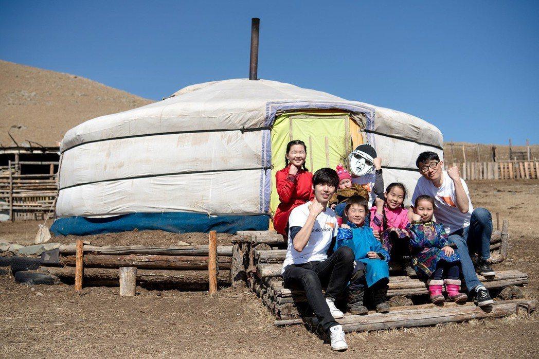 「終止兒童受暴 你我挺身做到」代言人馬克、Duncan、SECON至蒙古探訪弱勢...
