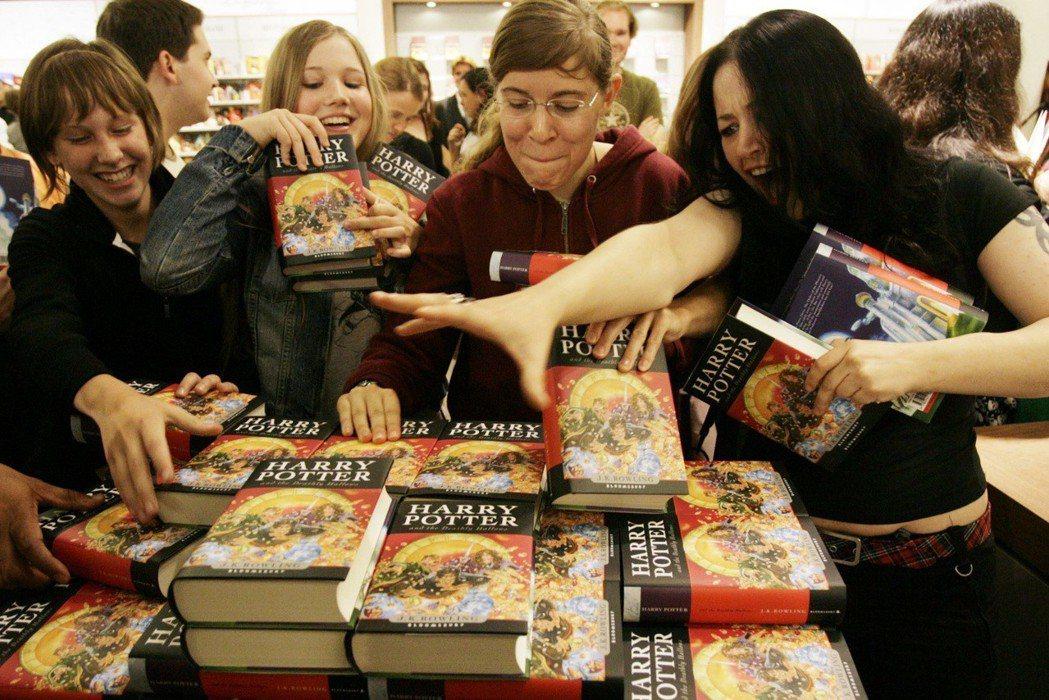 2007年出版的《哈利波特:死神的聖物》,是英國實體書店與網路書店的決戰分水嶺。...