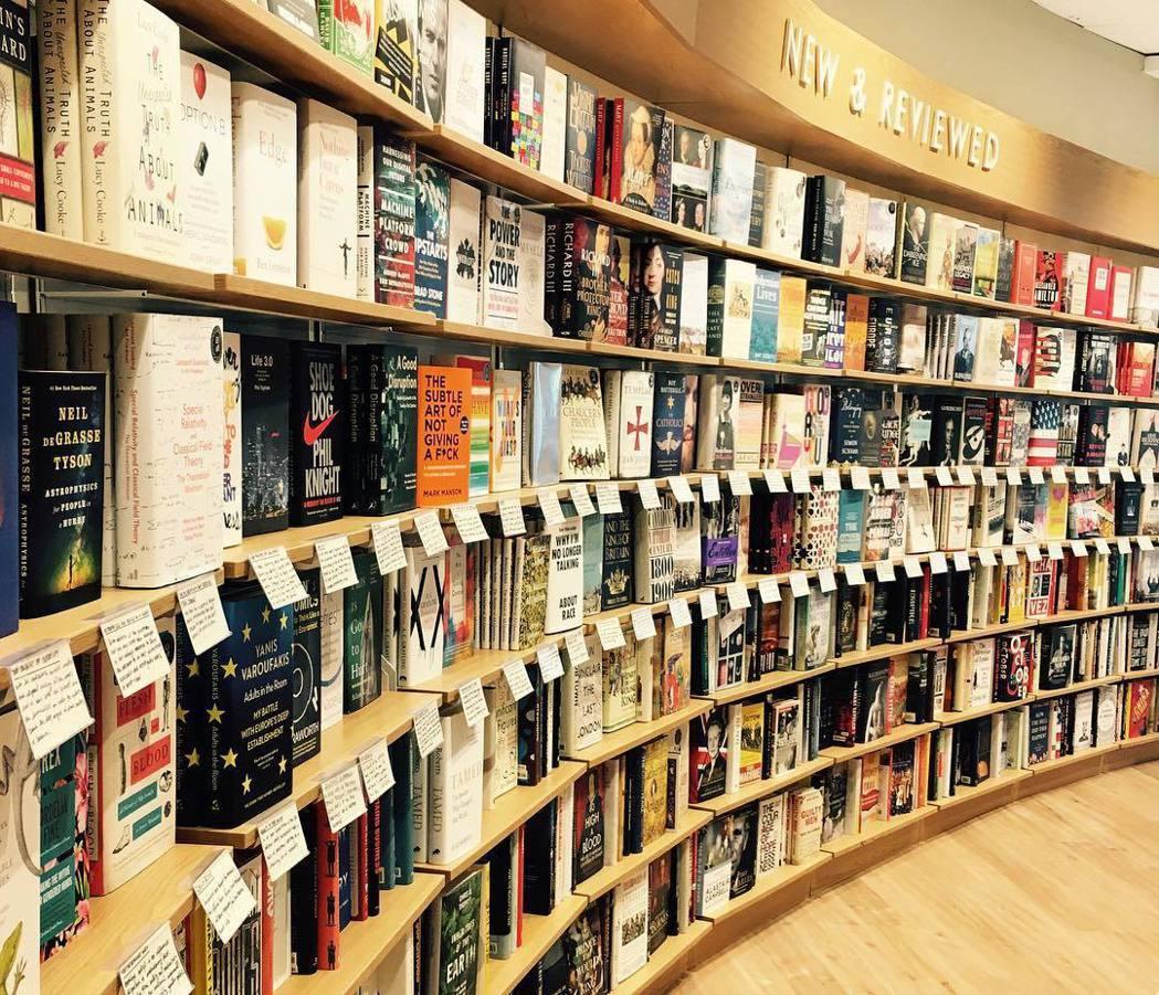 一個賣書的地方為什麼要退這麼多書呢?原因來自於出版商編列行銷預算、購買展示空間,...