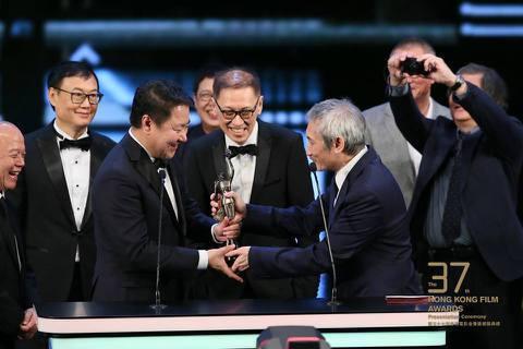 「明月幾時有」獲得香港金像獎最佳影片,在此之前「明月幾時有」的導演許鞍華、女配角葉德嫻也已經先獲得了最佳導演、最佳女配角獎,此外還囊括最佳美術與原創音樂,入圍11項,最後獲得5項,已算是昨晚大贏家。...