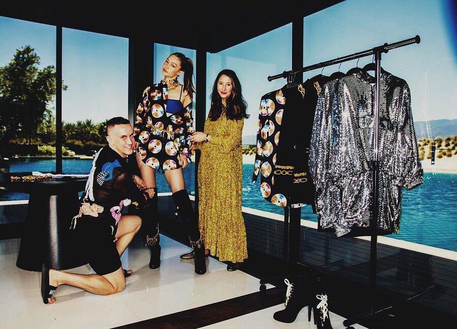 透過了時尚雜誌專訪,可看到H&M與Moschino的聯名系列,部分設計搶先曝光了...