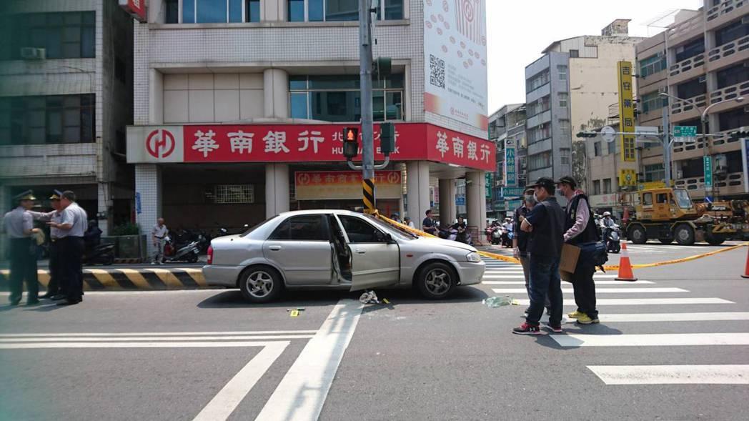 翁嫌拒捕並疑似拖行警員,遭開槍擊斃。記者曹馥年/攝影