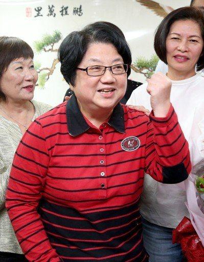 台北市議長吳碧珠表示,民進黨至今沒有任何提名策略,很可能就是要禮讓台北市長柯文哲...