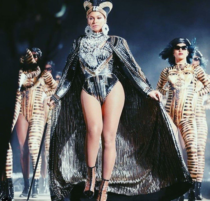 碧昂絲在今年Coachella音樂節表演上穿了Balmain設計師Olivier...