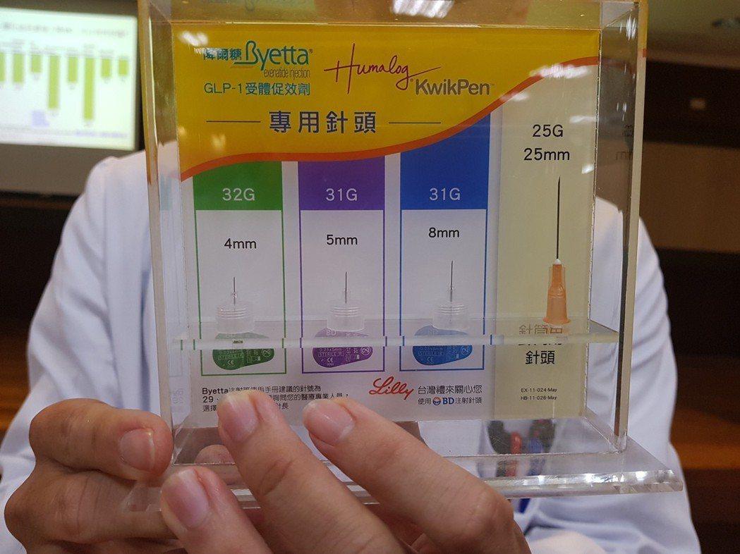 目前注射胰島素的針頭主要為圖中左邊兩種,與一般注射用針圖中右邊的,粗細相當很多,...