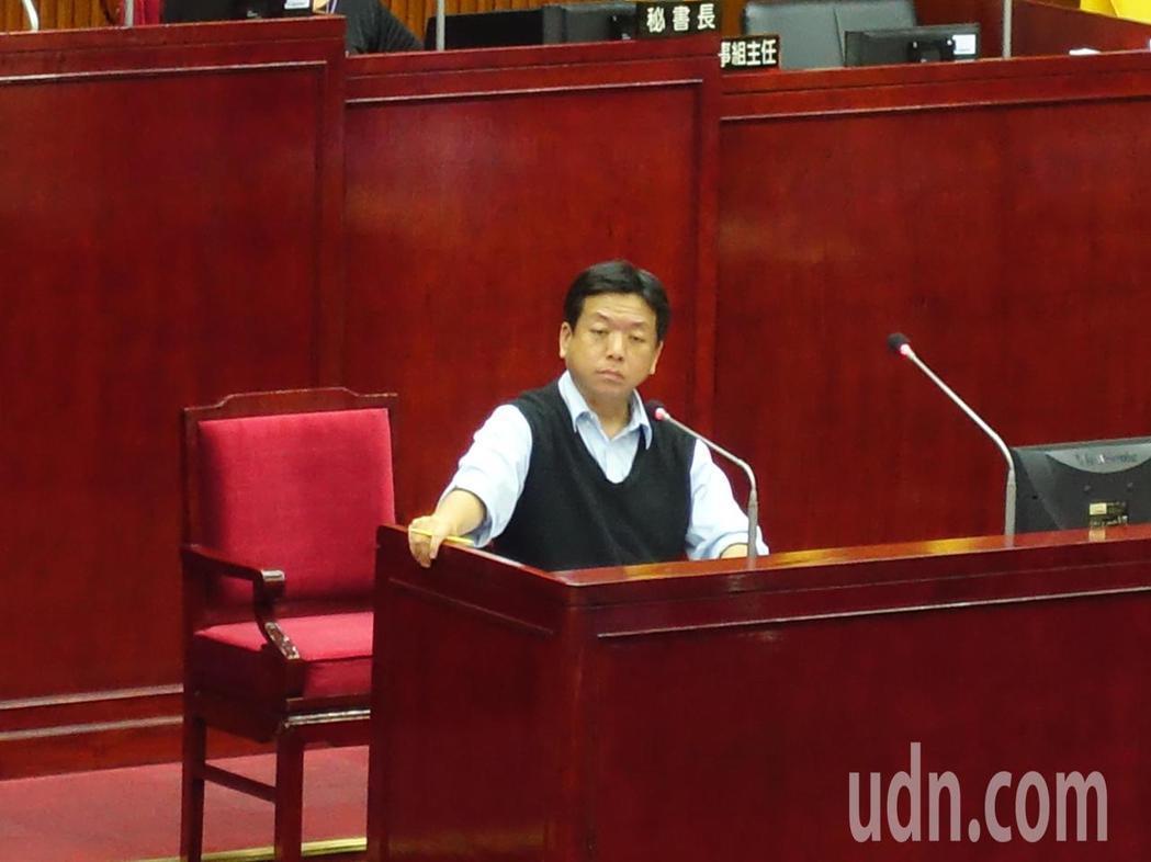 台北市議員王鴻薇質疑,社會局完全沒有回答到問題,更痛批社會局長許立民的回答是在跳...