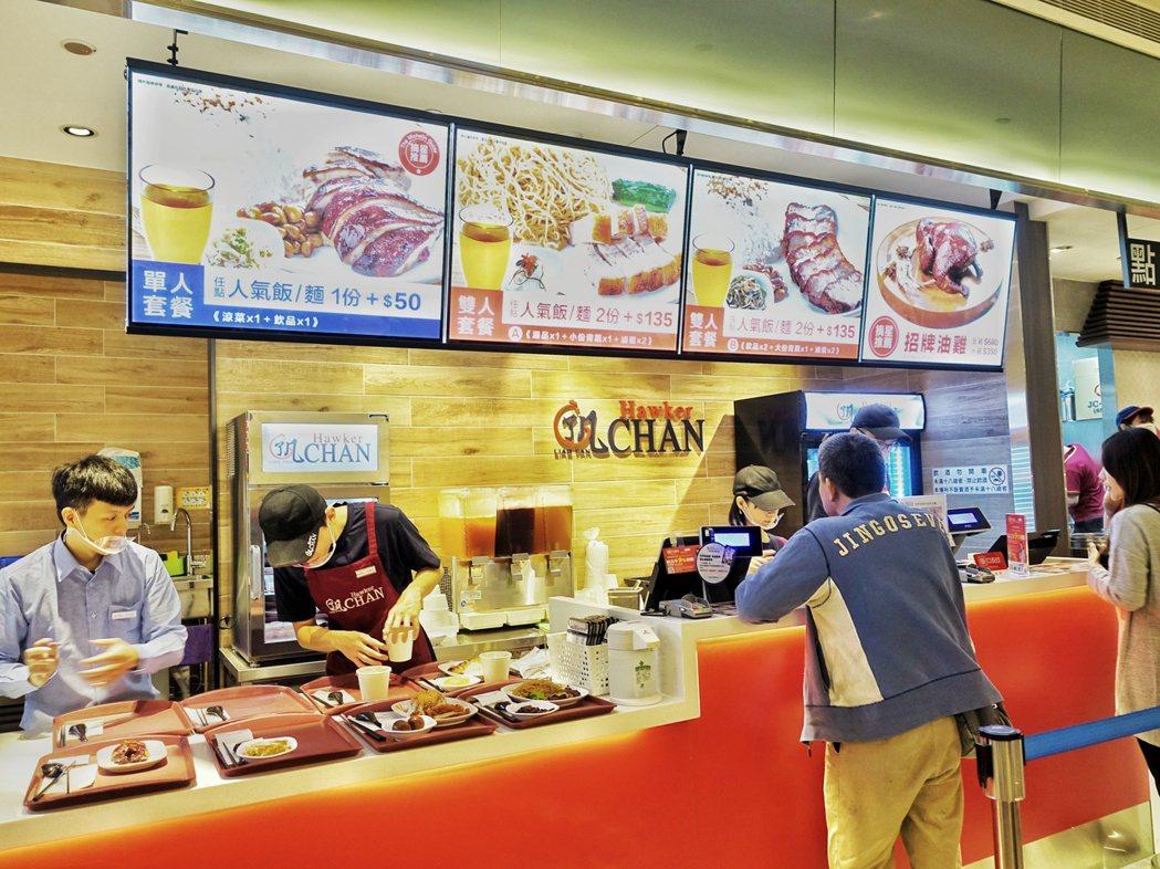 了凡油雞飯‧麵首間美食街店型。記者張芳瑜/攝影