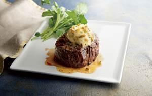 美國和牛菲力牛排佐青辣椒奶油。圖/莫爾頓牛排提供
