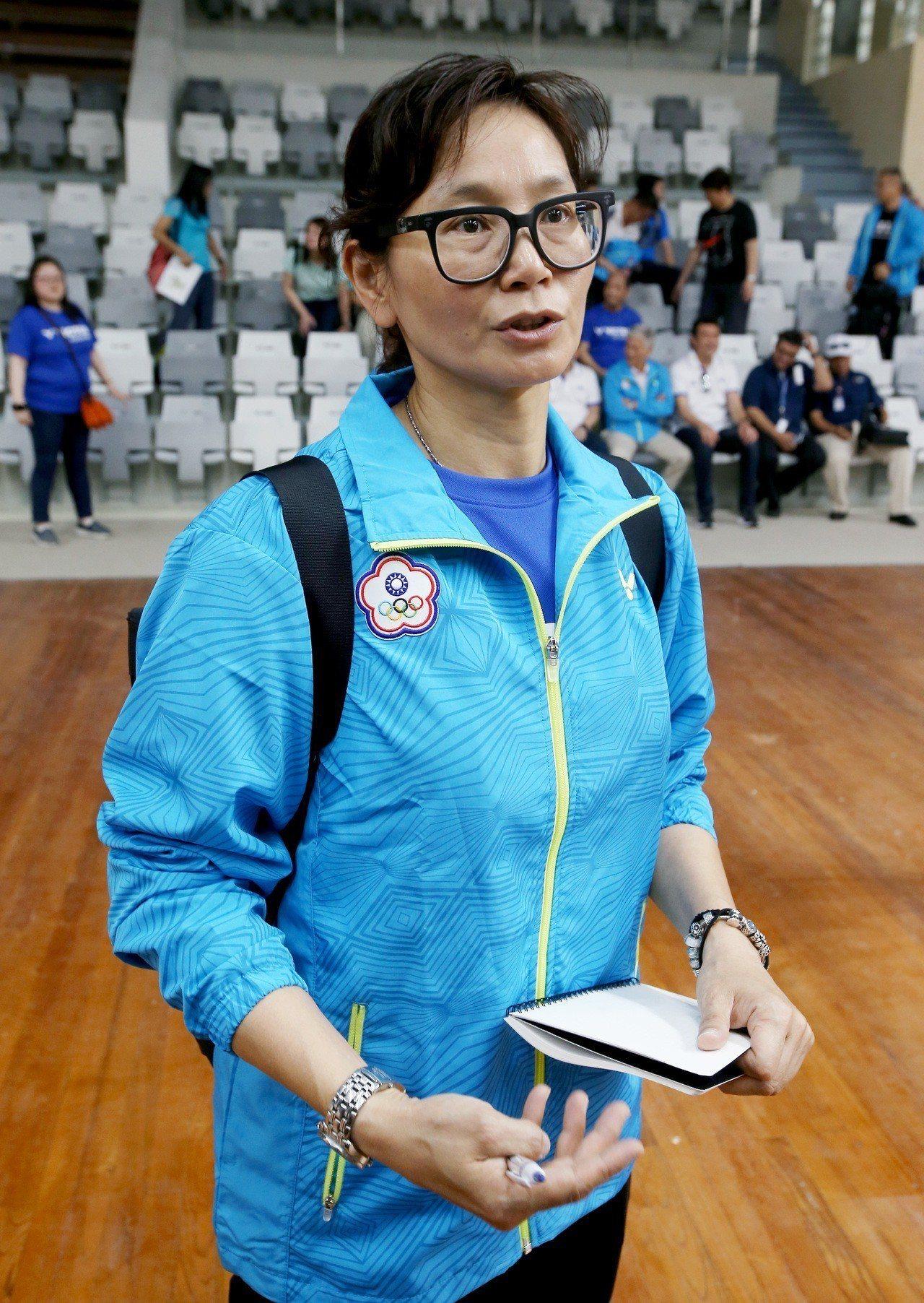 雅加達亞運羽球比賽場地出風口位置不佳,羽球教練李宜勳期待風向問題能夠改善。記者余...