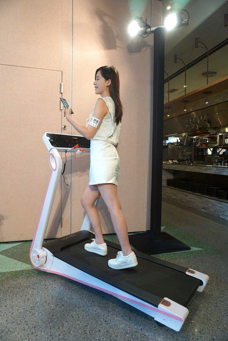 小智跑步機可透過App進行運動管理,還可播放音樂。記者黃筱晴/攝影