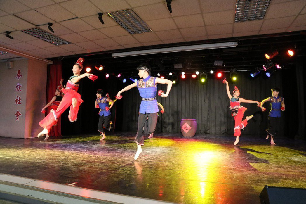 啟用高中有好的舞台學生可以充分利用。記者鄭國樑/攝影