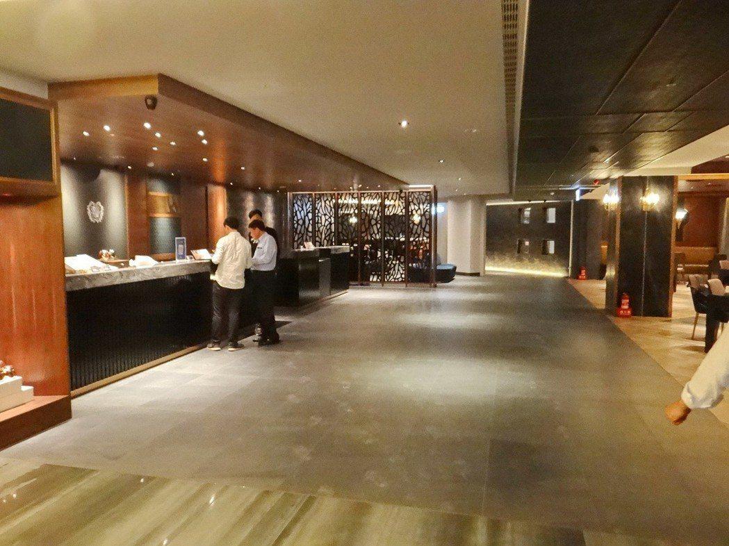 朝聖文旅的大廳寬敞典雅,可供遊客團聚小敘 。記者蔡維斌/攝影