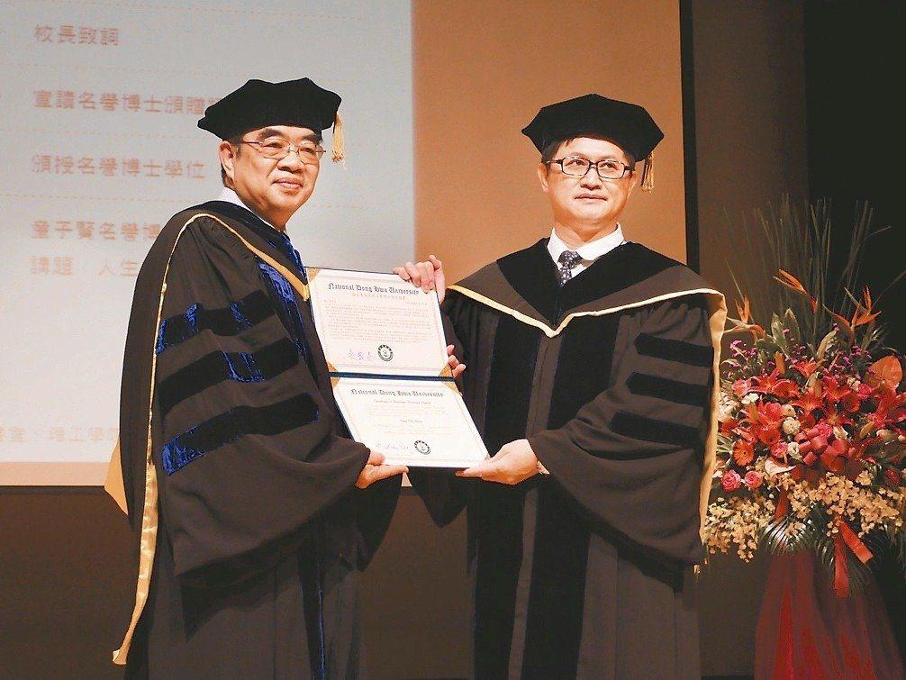 前東華大學校長吳茂昆(左)曾表達支持太陽花運動。報系資料照