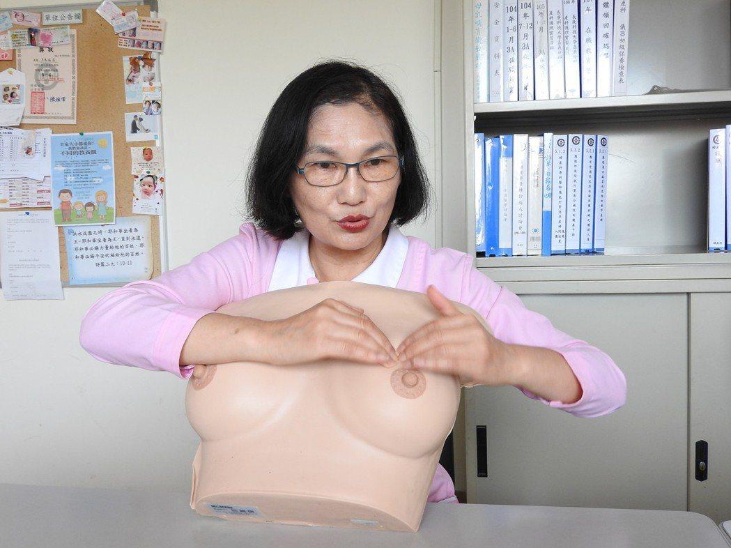 埔基護理師卓如玉從事護理工作40年,泰半時間推廣母乳衛教,喬過逾2000對奶,經...