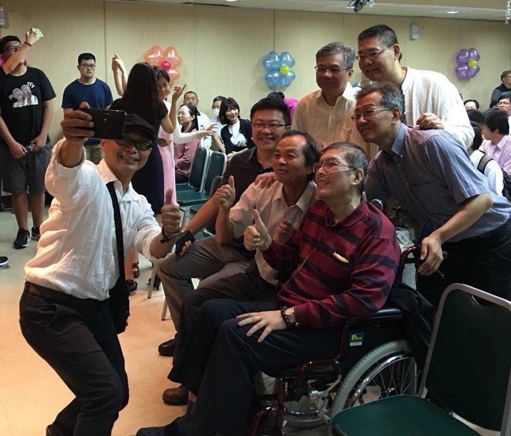 年僅52歲的蘇健裕,在生命最後一哩路邀親朋好友舉辦告別會,他感性表示,「我的生命...