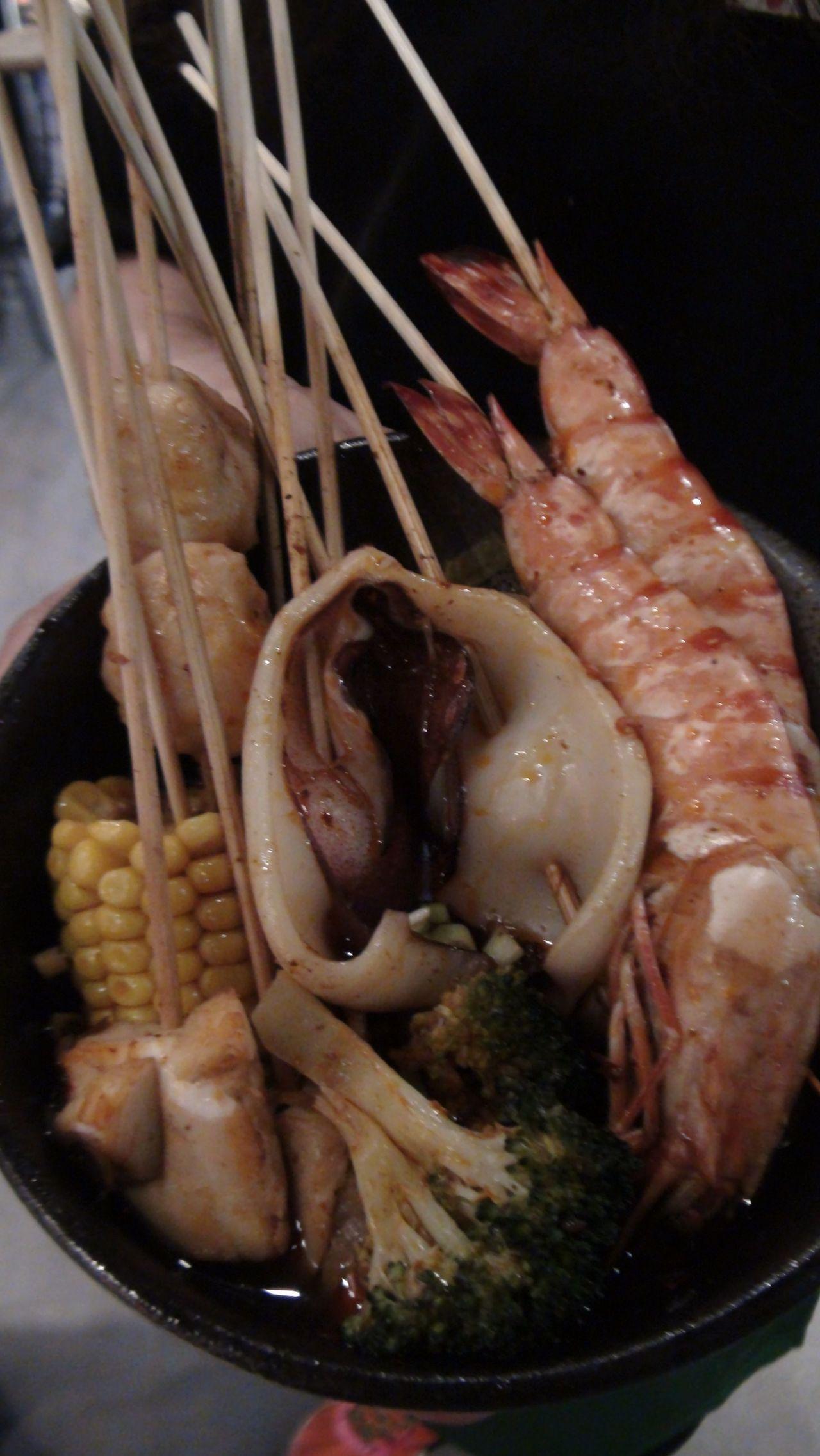 「支支紅」將四川小吃「串串」的精神,結合台灣在地食材,搭配四川椒香麻辣的湯頭,將...