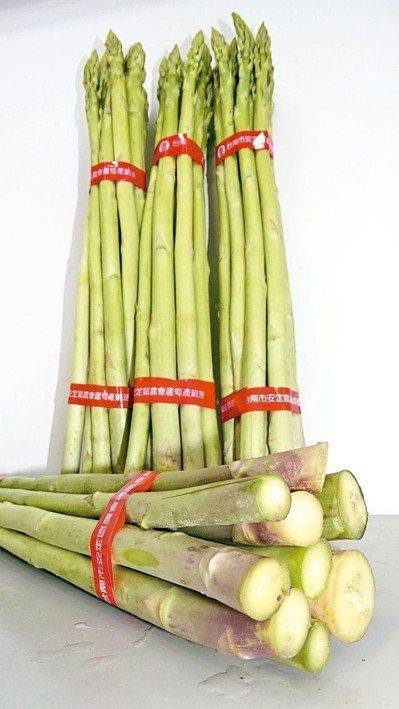 台南安定蘆筍上市,農會表示品質與風味都遠勝進口蘆筍。記者謝進盛/攝影