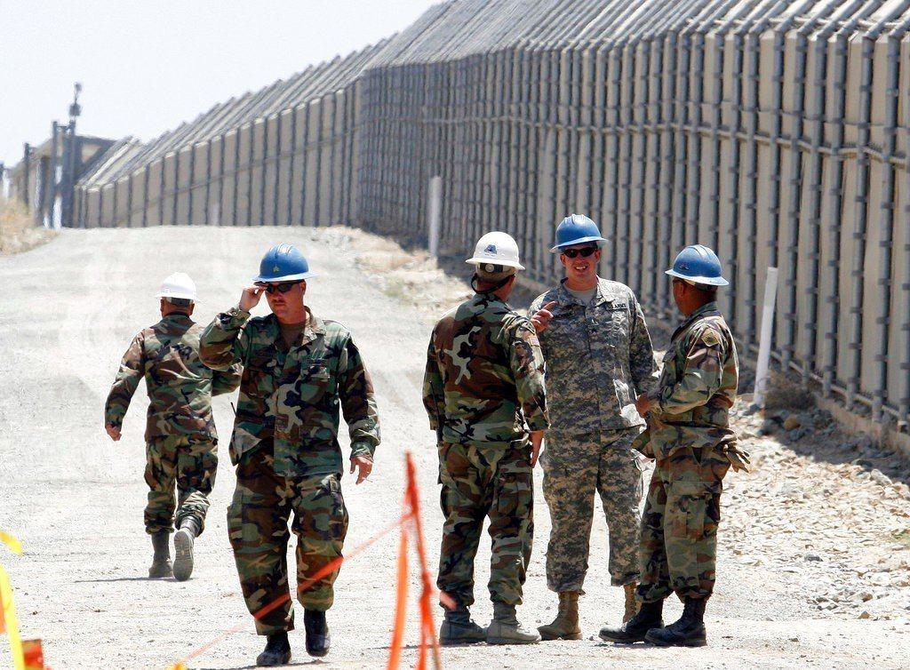 美國加州州長布朗上周才答應聯邦政府將在美墨邊界派遣國民兵駐守,如今又反悔。 美聯...