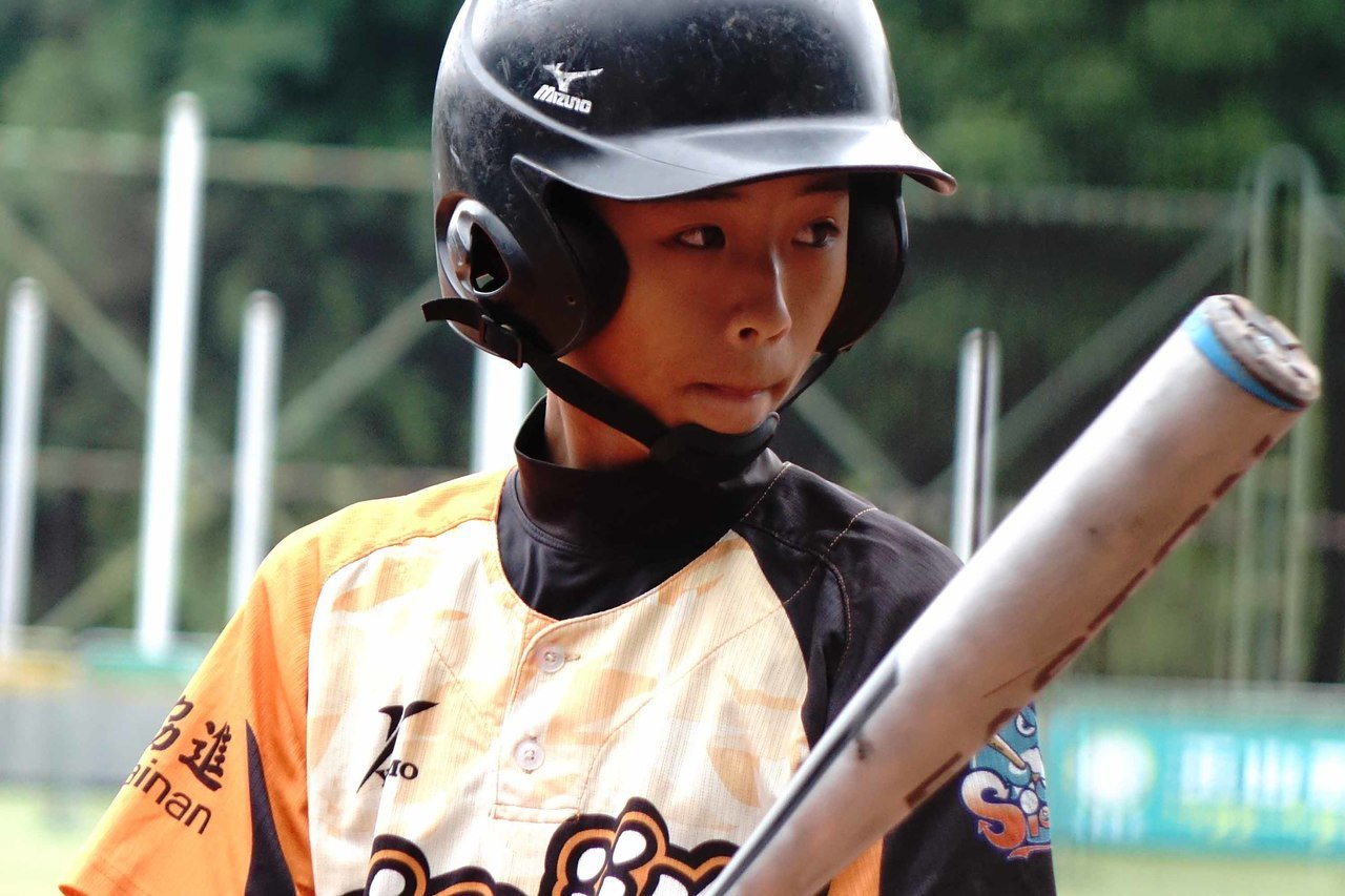 107年謝國城盃全國少棒錦標賽,台南市隊林崇義(圖)單場雙響砲,率隊以10比0、...