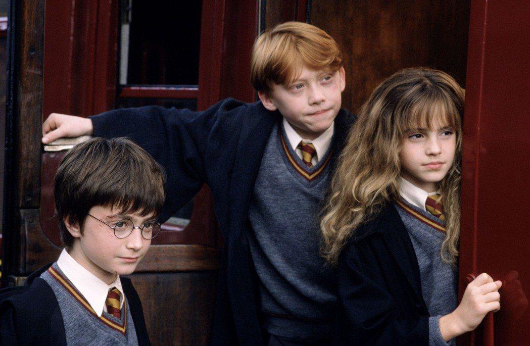 「哈利波特」小說及電影風靡全球,台灣將首度引進「哈利波特:神秘的魔法石」電影交響