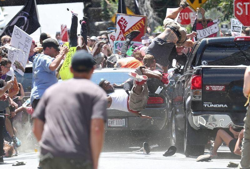 攝影記者凱利在維吉尼亞州「每日進步報」工作的最後一天,拍下維吉尼亞州車輛衝撞示威...