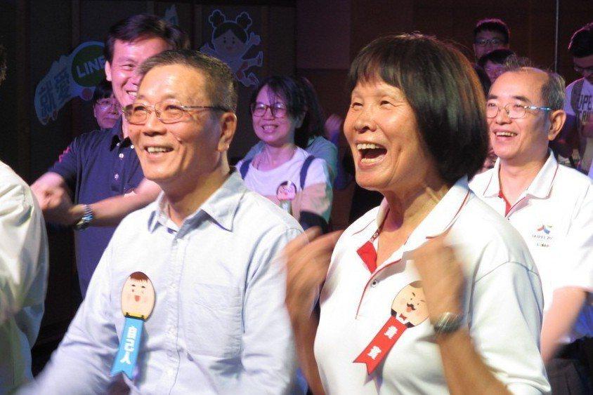 林德福(左今天接受中央社記者訪問時表示,以台灣名義參加東京奧運的公投目前已進入第...