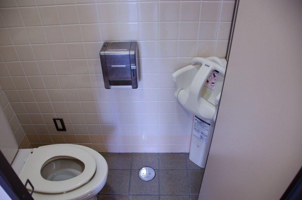 日本為改善與中國兩國關係,將推動「廁所外交」,協助中國蓋廁所,並普及如廁知識。圖...