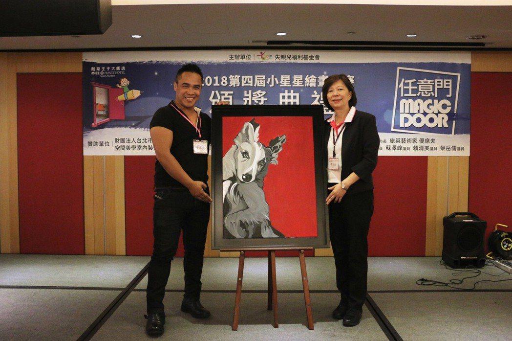 藝術家優席夫(左)與失親兒基金會執行長馮小玲。 基金會/提供