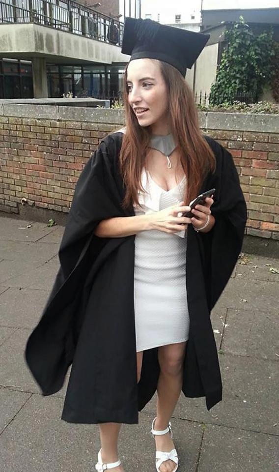 沃絲以優異成績畢業於赫特福德大學。圖/取自《每日郵報》