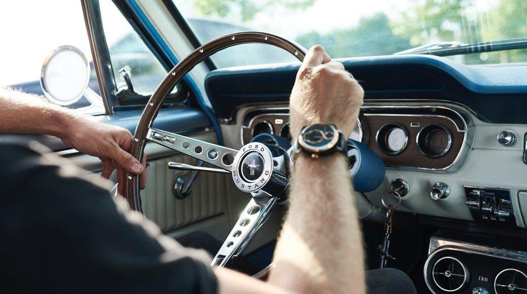 這是Christian Mygh和Jonathan Kamstrup兩人發想的創意結晶,他們在世界各地的廢車場尋找被世人遺忘的經典車款,運用它們的零組件打造數百只獨一無二的高級腕錶,每只定價1,495美元起(約4萬4千元新台幣)。 圖/FORD提供