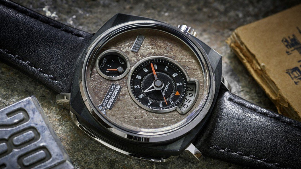 指針、日期和錶面上的數字設計皆源自於Ford Mustang經典的儀表板設計。 圖/FORD提供