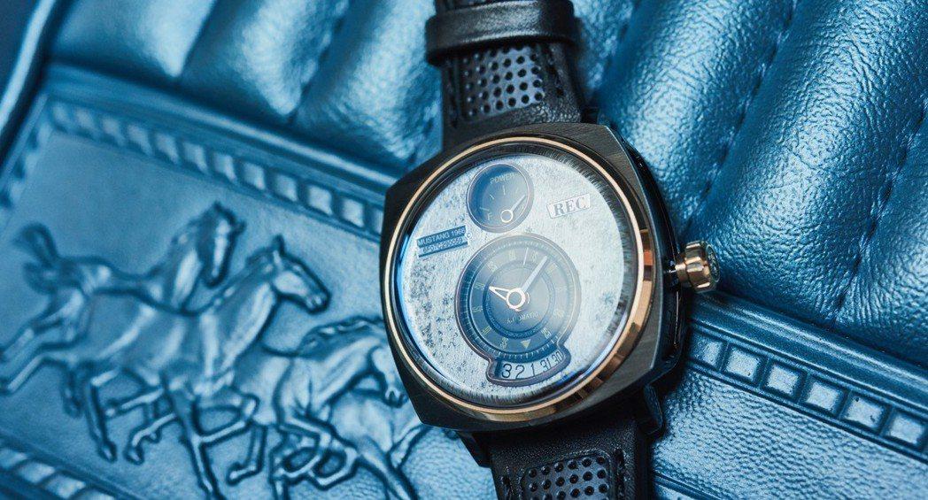每分每秒都是野馬的味道─以經典Ford Mustang零件精雕細琢的高級腕錶。 圖/FORD提供